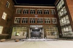 Фасад здания ночью